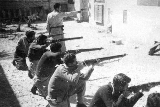 Irgun fighters training in 1947. (photo: Archive of Jabotinsky Institute in Israel/CC BY 2.5)