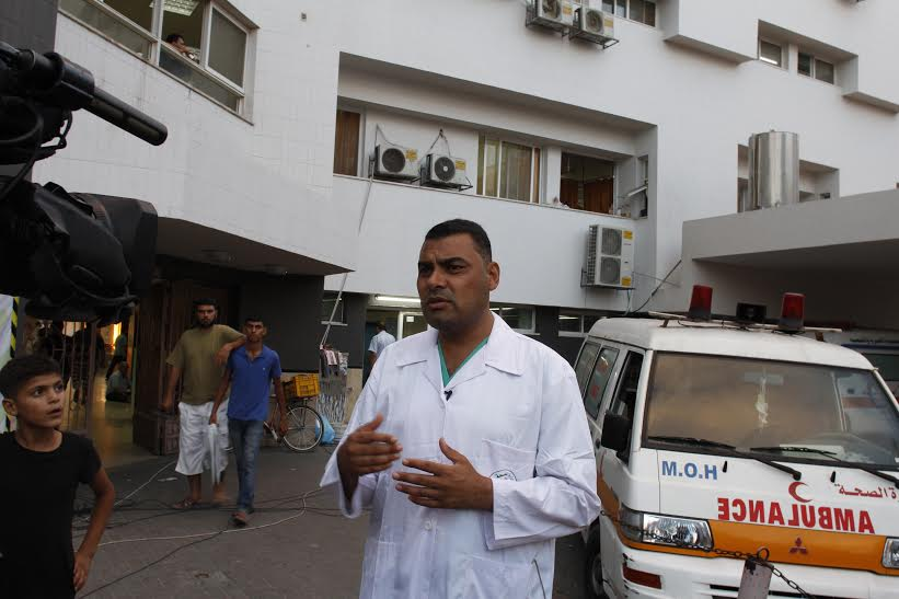 Health ministry spokesperson Ashraf al-Qidra briefs reporters outside Al Shifa Hospital on August 3, 2014.  (photo: Samer Badawi)