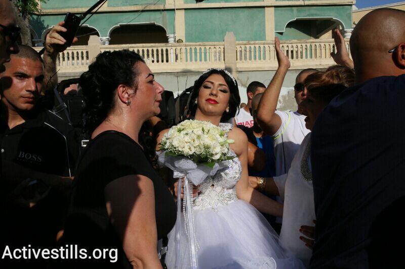 The bride, Morel Malka, takes part in pre-wedding festivities in Jaffa. (photo: Yotam Ronen/Activestills.org)