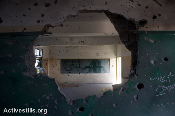 A destroyed classroom in Sobhi Abu Karesh governmental school, which was damaged by an Israeli attack during the latest offensive, in Shujaiyeh neighborhood, east of Gaza City, September 4, 2014. (Activestills.org)