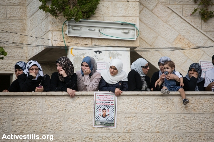 Women gather at the Sunuqrut family home in Wadi Joz, East Jerusalem, September 8, 2014. (Photo: Oren Ziv/Activestills.org)