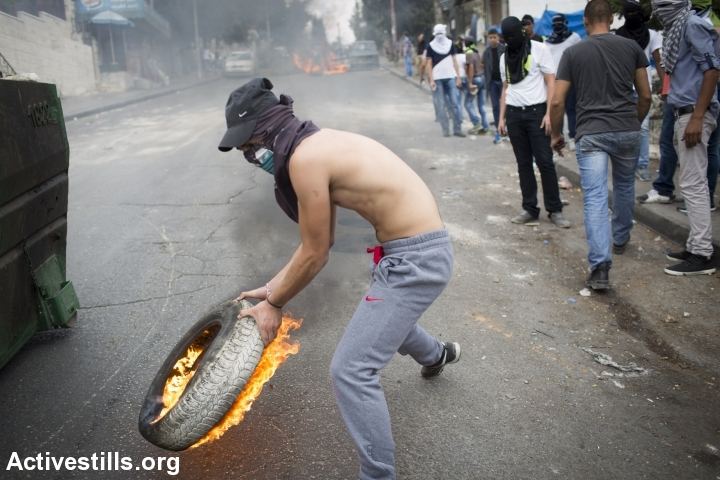 Rioting and clashes in Wadi Joz following the funeral of Muhammad Sunuqrut, East Jerusalem, September 8, 2014. (Photo: Oren Ziv/Activestills.org)