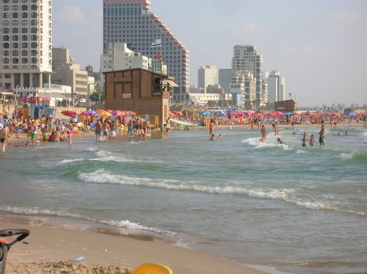 Tel Aviv beach (photo: Wikimedia Commons)