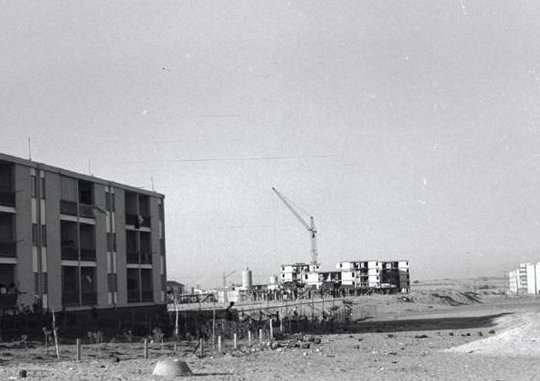 Buidling in Ashdod, 1963. (photo: Tivon library photo archive)