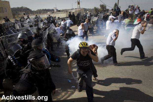 Demonstrators run away during clashes in Umm el-Fahm October 27, 2010 (photo: Oren Ziv)