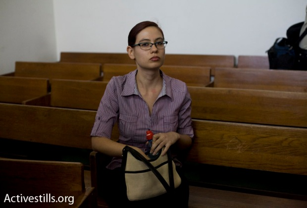 Anat Kamm at the Tel Aviv district court (image: activestills.org)