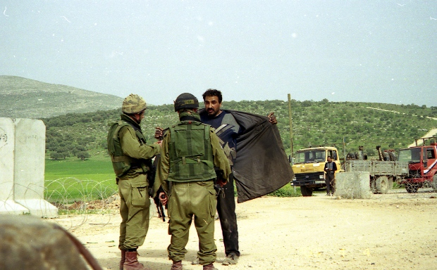 IDF checkpoint (photo: breaking the silence)
