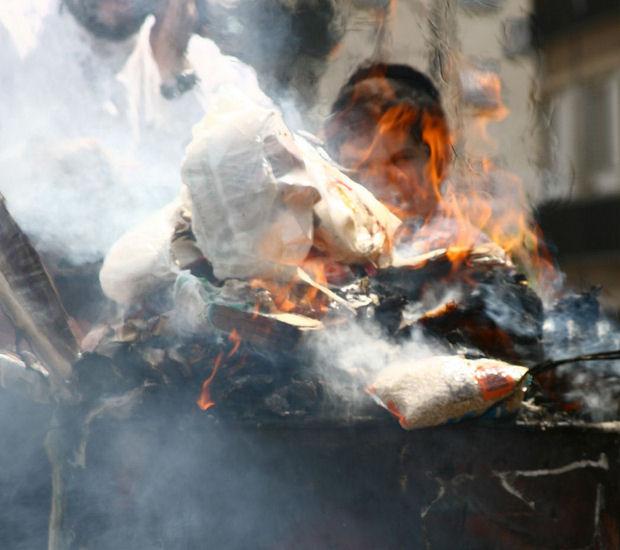 The burning of bread on Passover eve (Yossi Gurvitz)