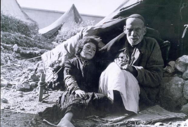 A Palestinian man and a girl in a refugee camp, 1948 (photo via Wikimedia, license CC)