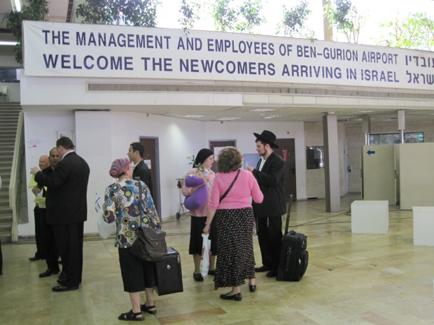 Costs, not ideology, driving North American Jews to move to Israel