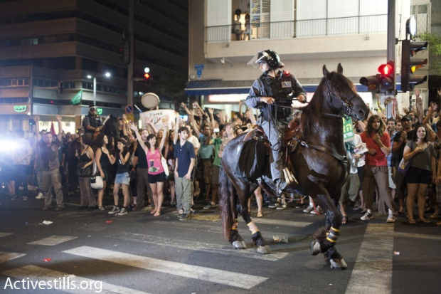 Protesters confront police following rally over housing prices July 23-24, 2011 (photo: Keren Manor/Activestills)