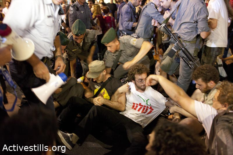 Arrests in Saturday protest in Tel Aviv (Photo: Oren Ziv)