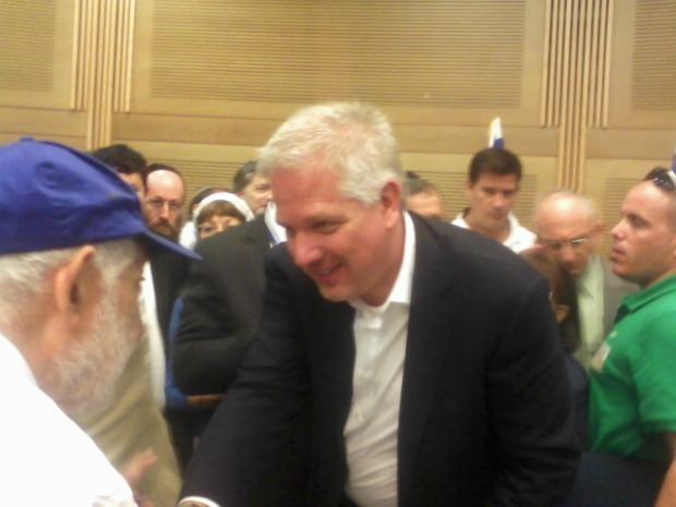 Glenn Beck at the Knesset, shaking hands after his sermon (photo: Ami Kaufman)