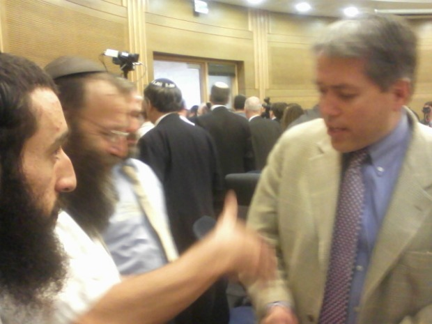 Baruch Marzel shakes hands with Glenn Beck's personal aide (photo: Ami Kaufman)