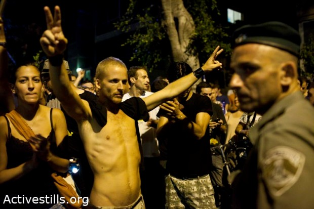 Protesters blocking confront police following rally over housing prices (photo: Oren Ziv/Activestills)