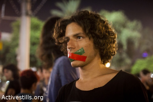 Protest against the boycott Law, Tel Aviv, June 12 2011 (photo: Oren Ziv/activestills)