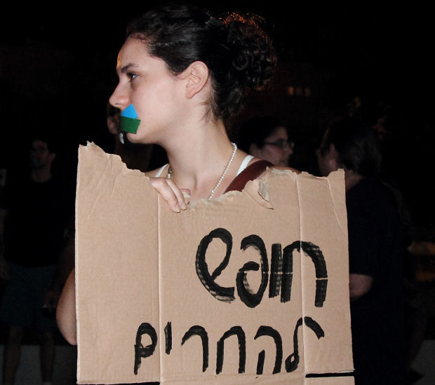 """""""Freedom to boycott"""": A protester in Rabin Square, last night (Photo: Yossi Gurvitz)"""