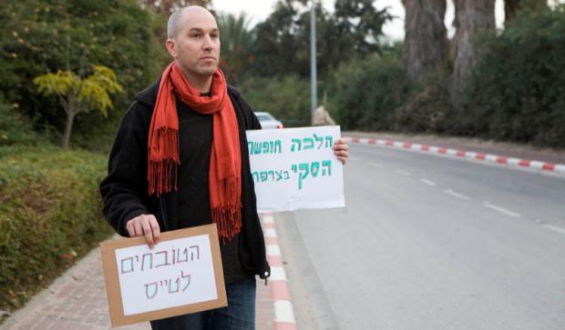 Who framed pilot-turned-activist Yonathan Shapira?