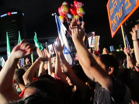Puerta del Ha'bima: The Spanish revolution reaches Israel