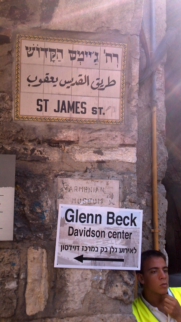 The walk through the Old City to get to the Beck rally (photo: Ami Kaufman)