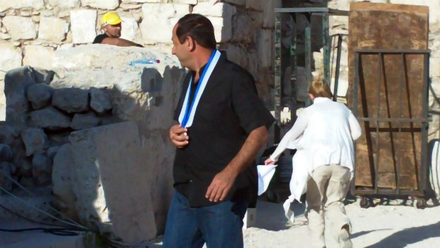 Rami Levy checking out his Courage medal. The courage to fire your Arab employees and get away with it (Photo: Ami Kaufman)