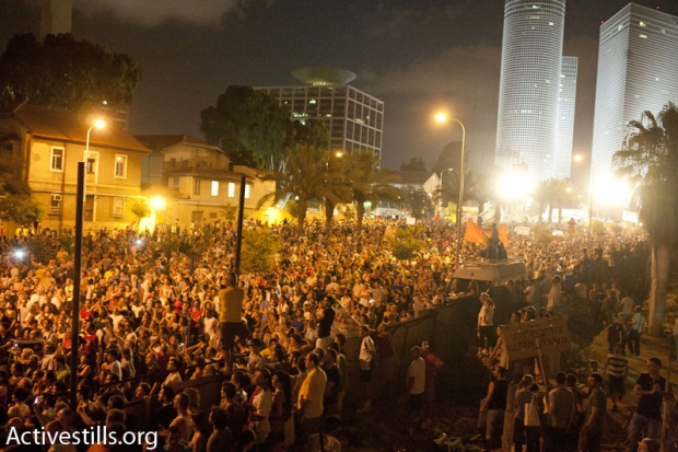 Over 200,000 gather at social justice protest (photo: Keren Manor/activestills)