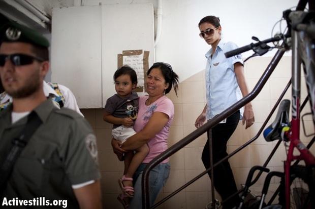 Interior Min. attempts first deportation of Israeli-born child