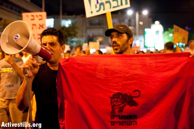Protesters in Tel Aviv. Does Justice refer to Palestinians as well? (photo: Oren Ziv / Activestills)