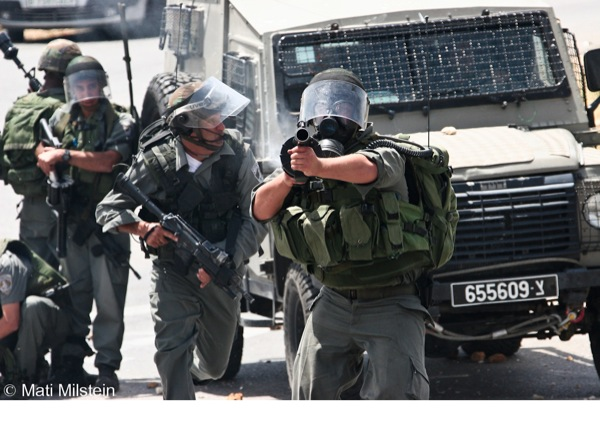 IDF soldiers launch attack on photojournalists