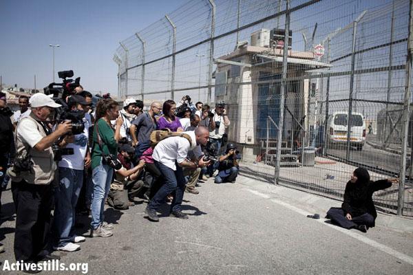 Media at a Qalandia checkpoint demonstration on 17 September 2011. Photo by Oren Ziv/activestills.org