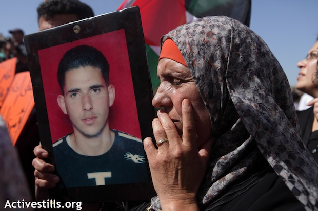 Schalit, 1000 Palestinian prisoners to be freed in Hamas-Israel deal
