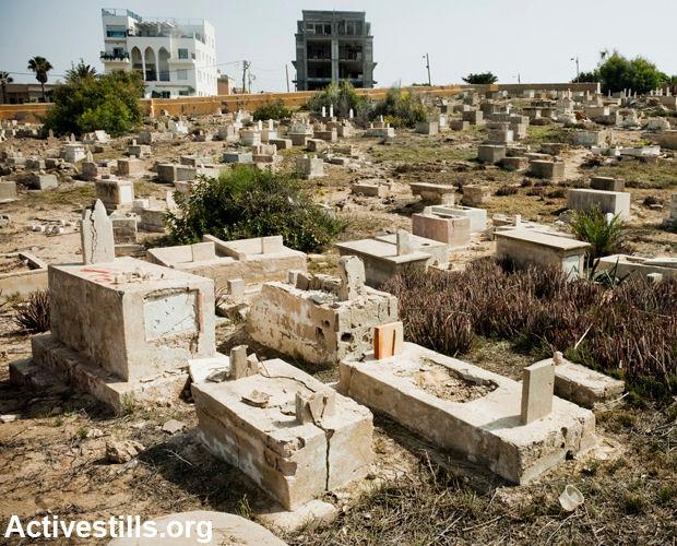 A graveyard in Jaffa, desecrated by Jewish terrorists. (Photo: Activestills)