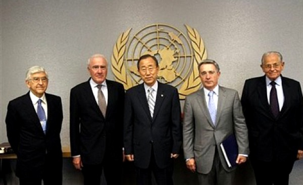 The Palmer Committee presenting its report to the UN Secretary General (photo: UN photo archive)