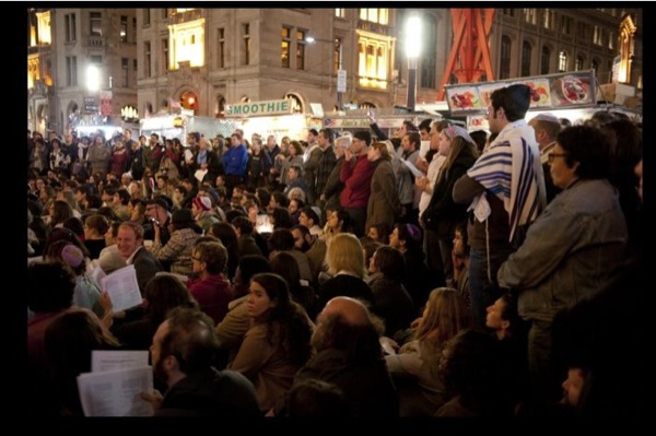 1,000 Jews gather at Wall St. for #occupy-yomkippur Kol Nidre