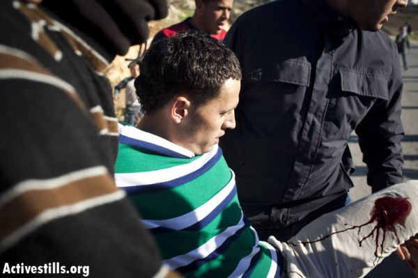 Injured protester in Nabi Saleh (photo: flickr/Activestills)