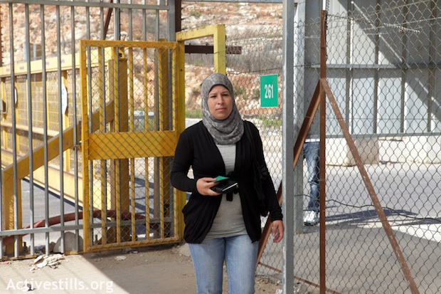 Nariman Tamimi at the Ofer military prison ahead of husband Bassem's hearing. October 2011 (photo: Oren Ziv, Activestills)