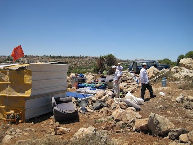 Hilltop 18, adjacent to Kiryat Arba, in mid-2009 (Photo: Mairav Zonszein)