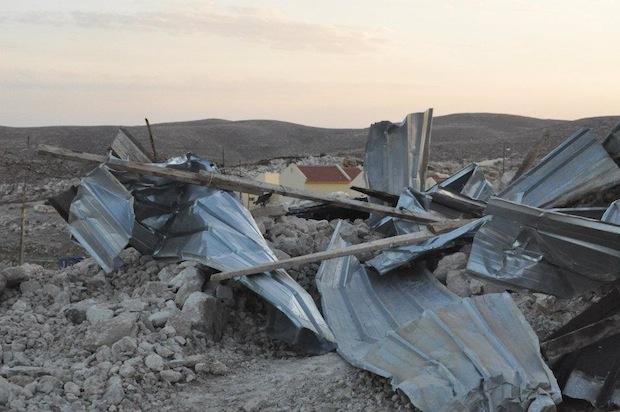 Carmel settlement seen behind Umm el Kheir demolition (Photo: Operation Dove)