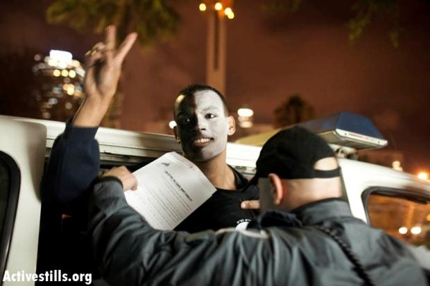 Ethiopian activist Ulet Hararo arrested in central Tel Aviv, January 31, 2012 (photo: Oren Ziv/Activestills)