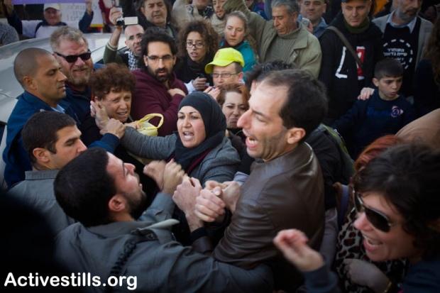 Palestinians and Israelis confront police in Sheikh Jarrah, January 21, 2011 (photo: Oren Ziv/ Activestills.org)