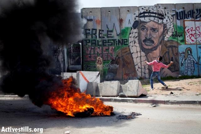 Confrontations in Qalandia (Oren Ziv / Activestills)