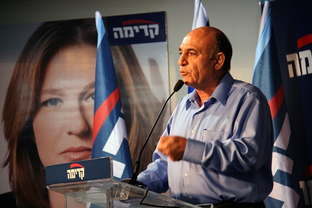 Shaul Mofaz, elected leader of Kadima, in front of a picture of former party leader, Tzipi Livni (photo: Itzik Edri/Kadima PR CC BY-NC-SA 2.0)