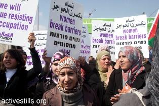 Palestinian women facing soldiers near Qalandia checkpoint (Oren Ziv / Activestills)