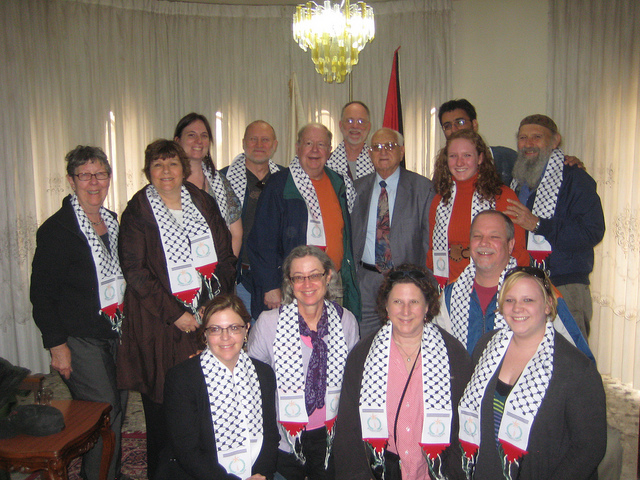 An American group meets with Victor Batarseh, mayor of Bethlehem (photo: MEJDI TOURS)
