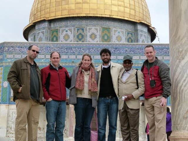 American Imam Yusuf Salim with an interfaith group at the Dome of the Rock (photo: MEJDI TOURS)