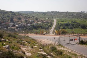 The new fence near Wadi a-Rasha (Oren Ziv / Activestills)