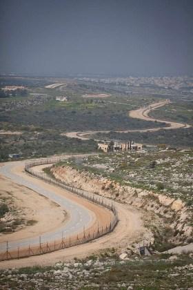 The fence in the Tul Karrem area (Oren Ziv / Activestills)
