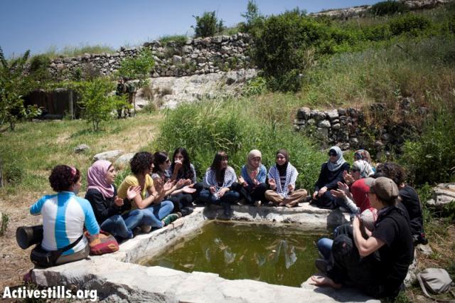Women at the spring in Nabi Saleh (Oren Ziv / Activestills)