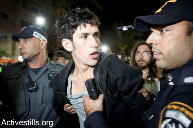 Solidarity demonstrator arrested in Idn Gabirol (Activestills)