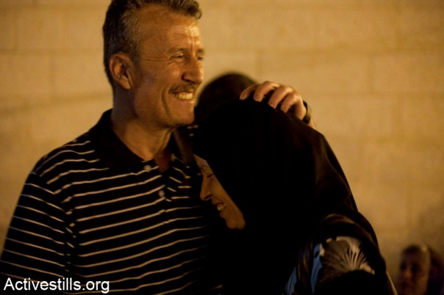 Bassem Tamimi and his wife, Neriman, after release from prison (Keren Manor / Activestills)